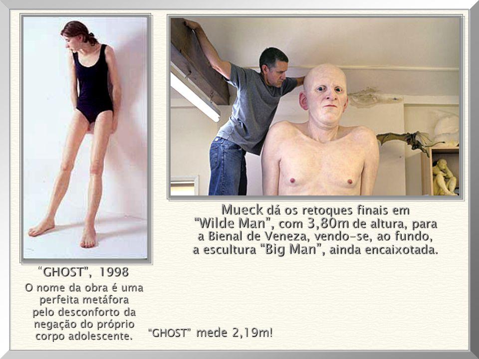Mueck dá os retoques finais em Wilde Man , com 3,80m de altura, para