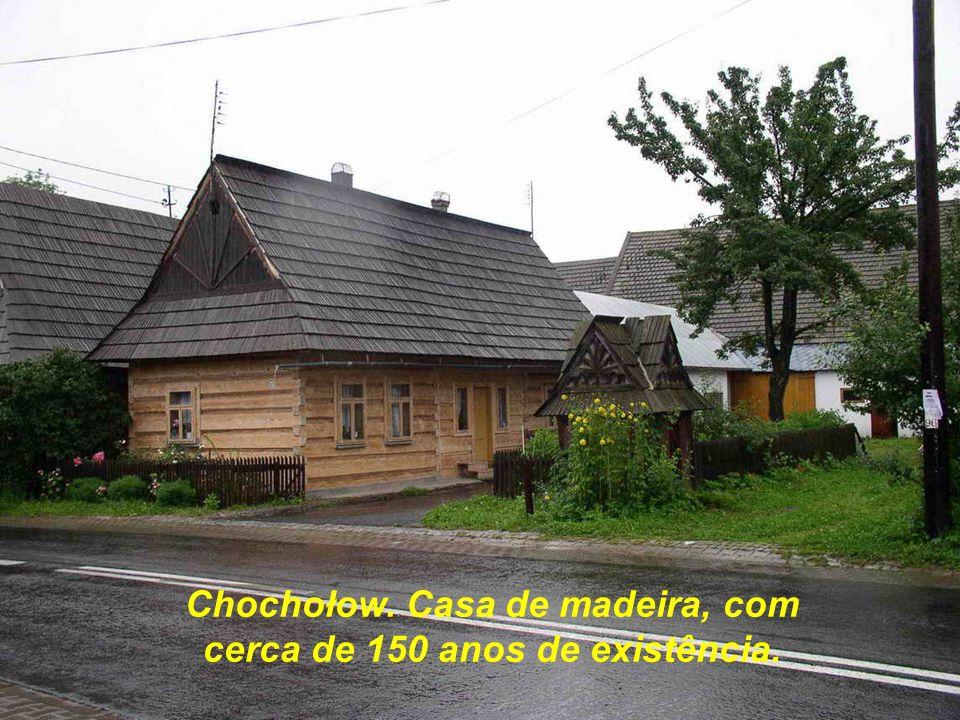 Chochołow. Casa de madeira, com cerca de 150 anos de existência.