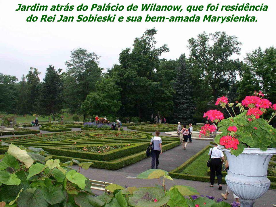 Jardim atrás do Palácio de Wilanow, que foi residência do Rei Jan Sobieski e sua bem-amada Marysienka.