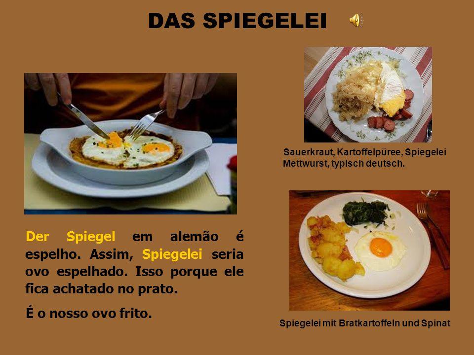 DAS SPIEGELEI Sauerkraut, Kartoffelpüree, Spiegelei Mettwurst, typisch deutsch.