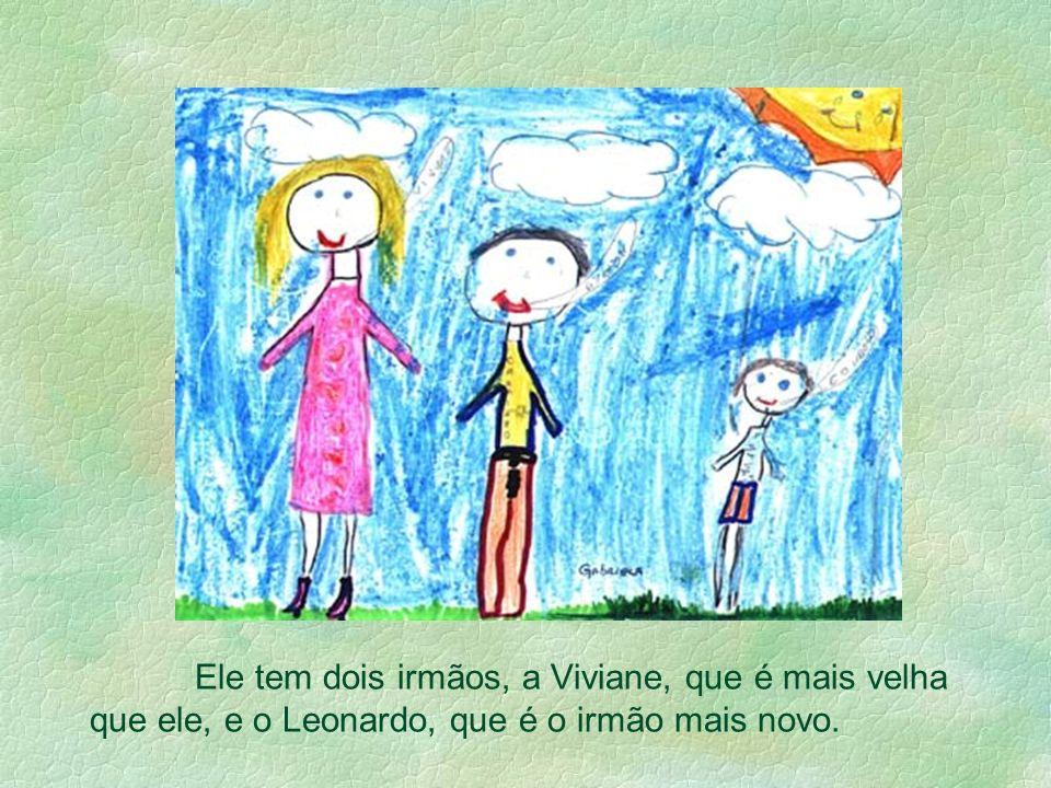 Ele tem dois irmãos, a Viviane, que é mais velha que ele, e o Leonardo, que é o irmão mais novo.