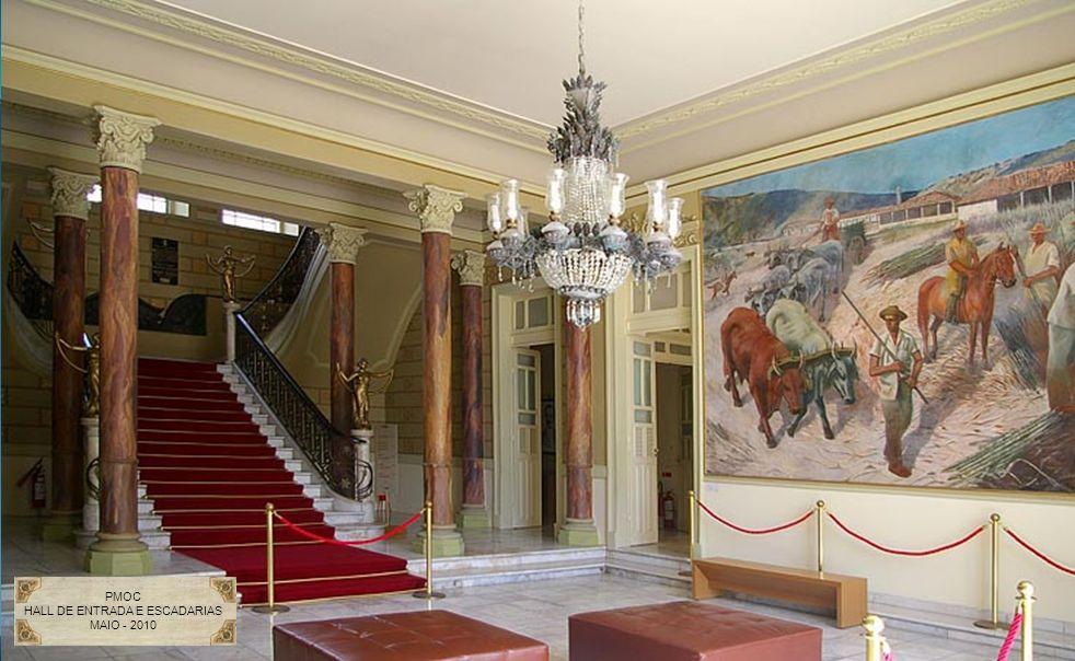 HALL DE ENTRADA E ESCADARIAS
