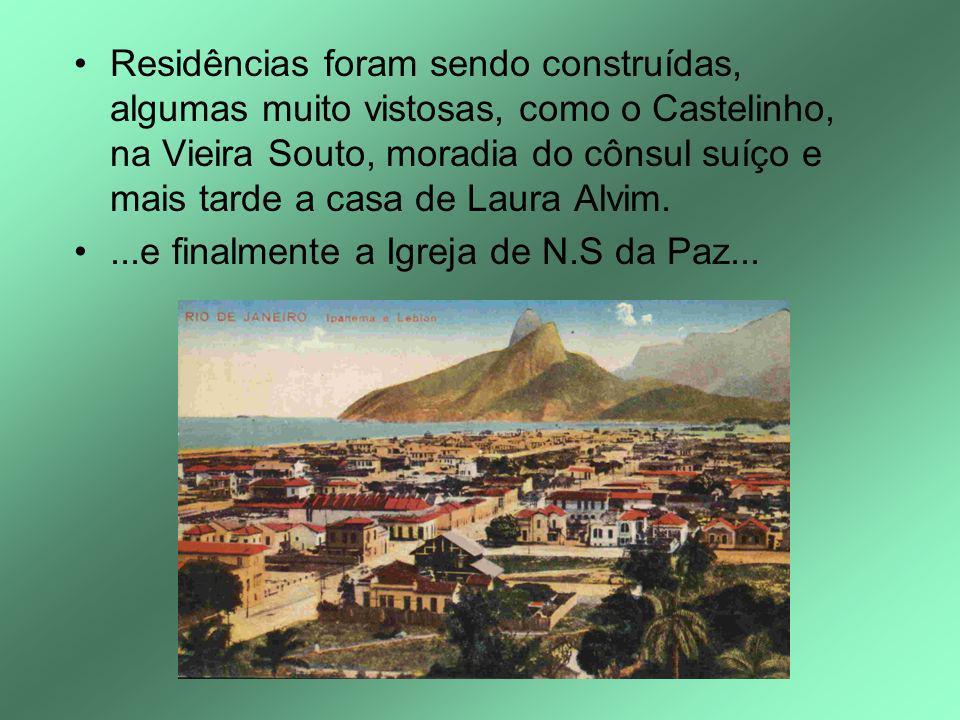 Residências foram sendo construídas, algumas muito vistosas, como o Castelinho, na Vieira Souto, moradia do cônsul suíço e mais tarde a casa de Laura Alvim.