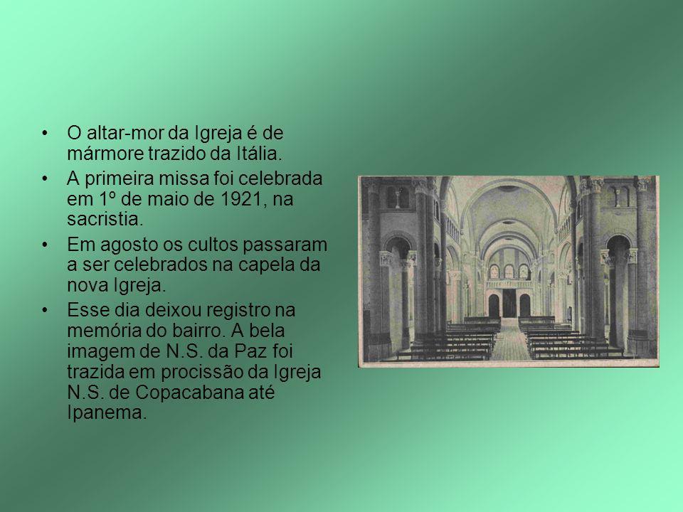 O altar-mor da Igreja é de mármore trazido da Itália.