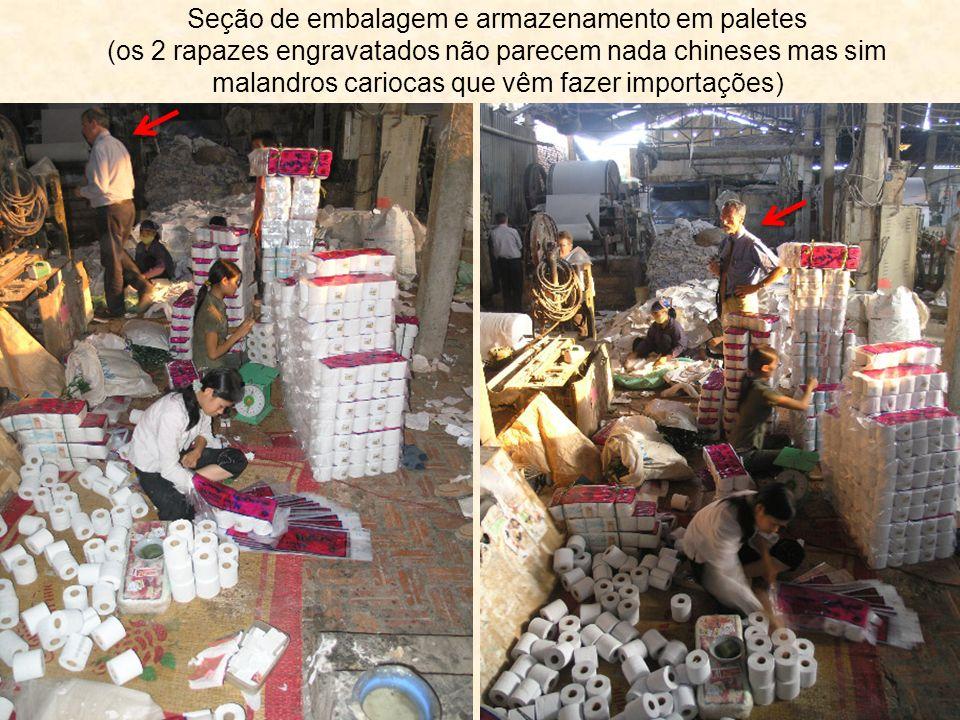 Seção de embalagem e armazenamento em paletes (os 2 rapazes engravatados não parecem nada chineses mas sim malandros cariocas que vêm fazer importações)