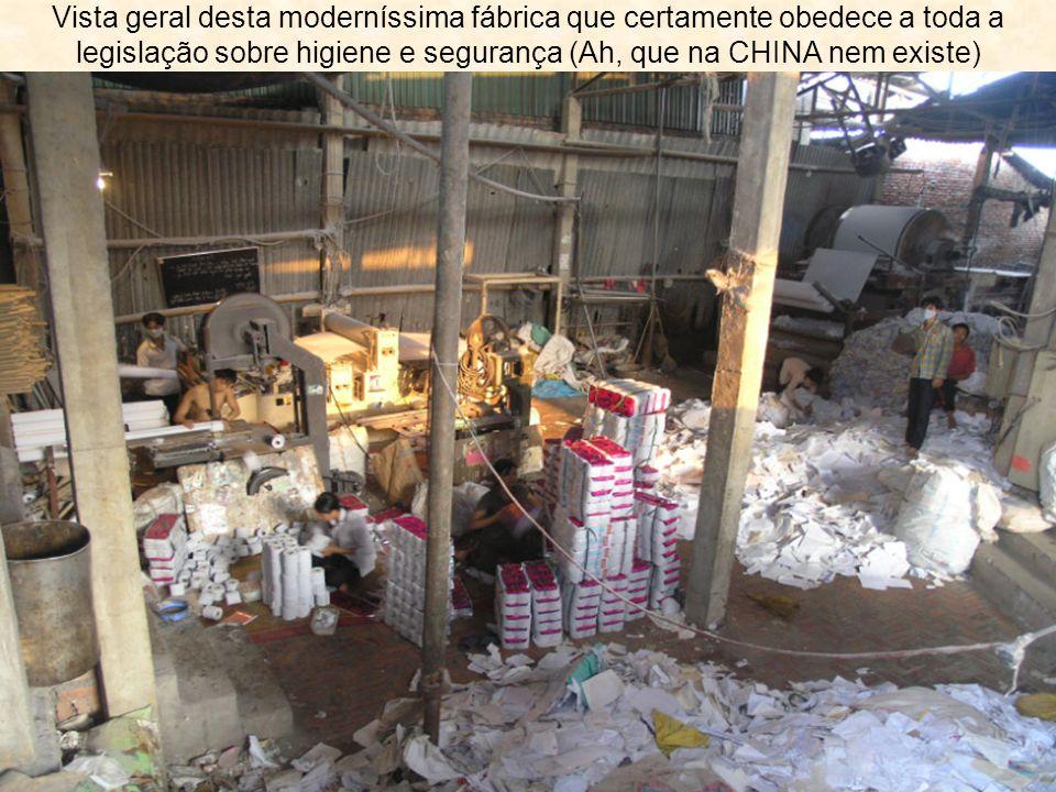 Vista geral desta moderníssima fábrica que certamente obedece a toda a legislação sobre higiene e segurança (Ah, que na CHINA nem existe)