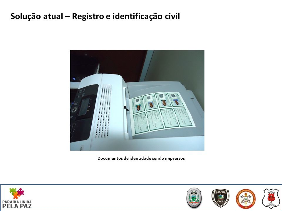 Documentos de identidade sendo impressos