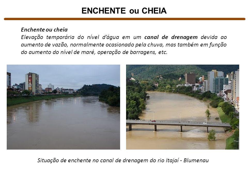 Situação de enchente no canal de drenagem do rio Itajaí - Blumenau