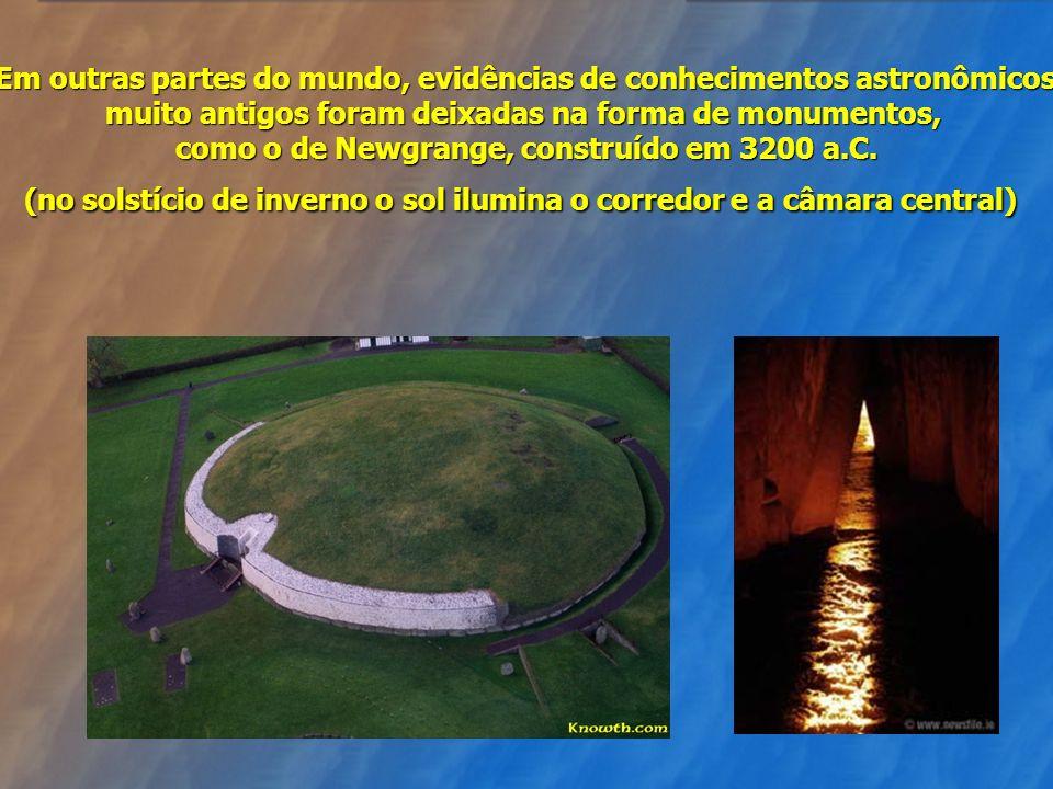 Em outras partes do mundo, evidências de conhecimentos astronômicos muito antigos foram deixadas na forma de monumentos, como o de Newgrange, construído em 3200 a.C.