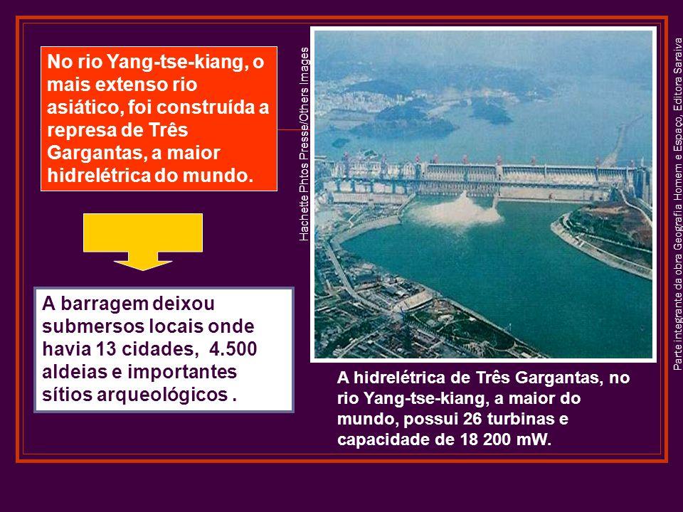No rio Yang-tse-kiang, o mais extenso rio asiático, foi construída a represa de Três Gargantas, a maior hidrelétrica do mundo.