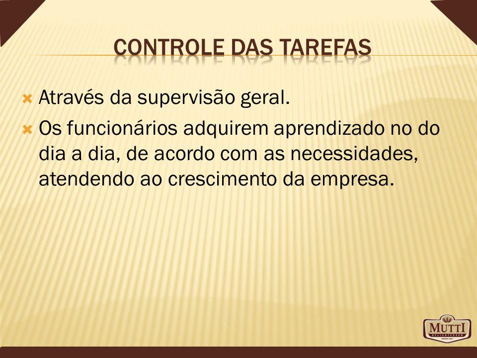 Controle das tarefas Através da supervisão geral.