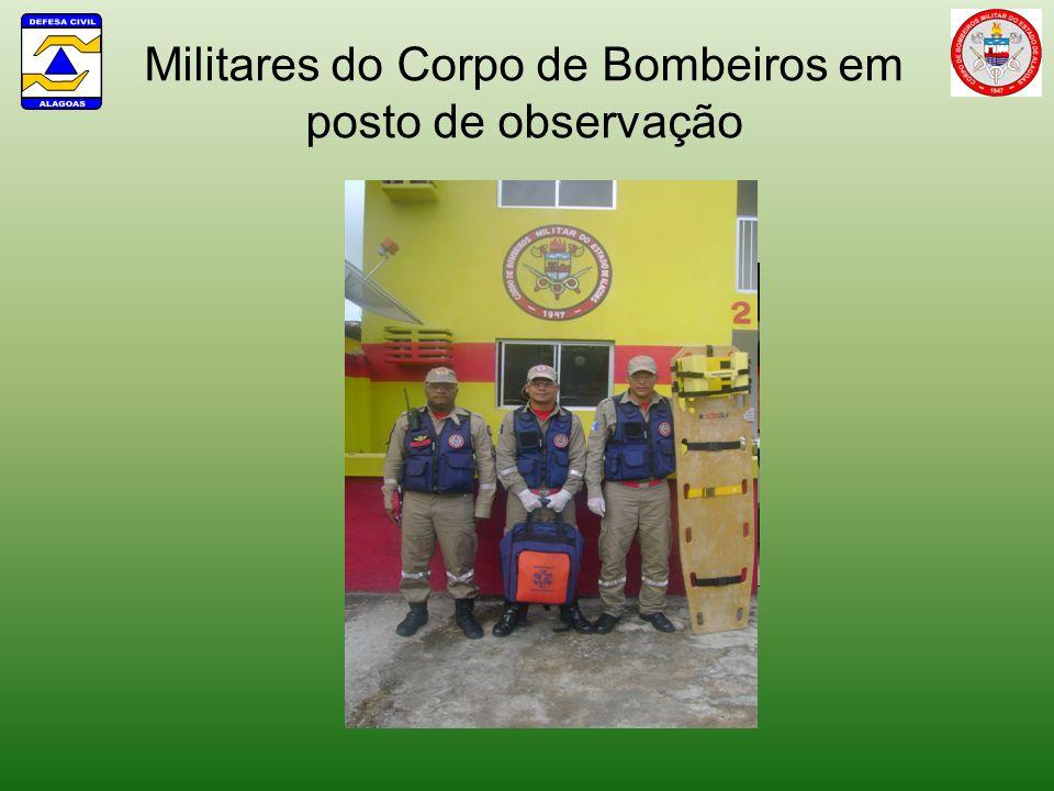 Militares do Corpo de Bombeiros em posto de observação