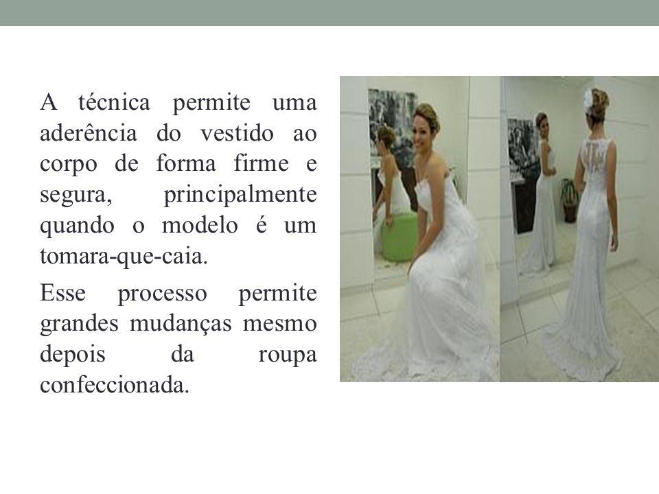 A técnica permite uma aderência do vestido ao corpo de forma firme e segura, principalmente quando o modelo é um tomara-que-caia.