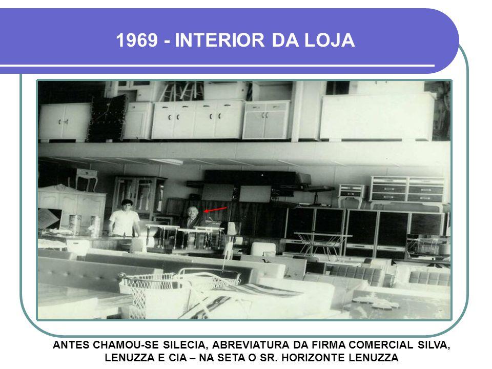 1969 - INTERIOR DA LOJA ANTES CHAMOU-SE SILECIA, ABREVIATURA DA FIRMA COMERCIAL SILVA, LENUZZA E CIA – NA SETA O SR.