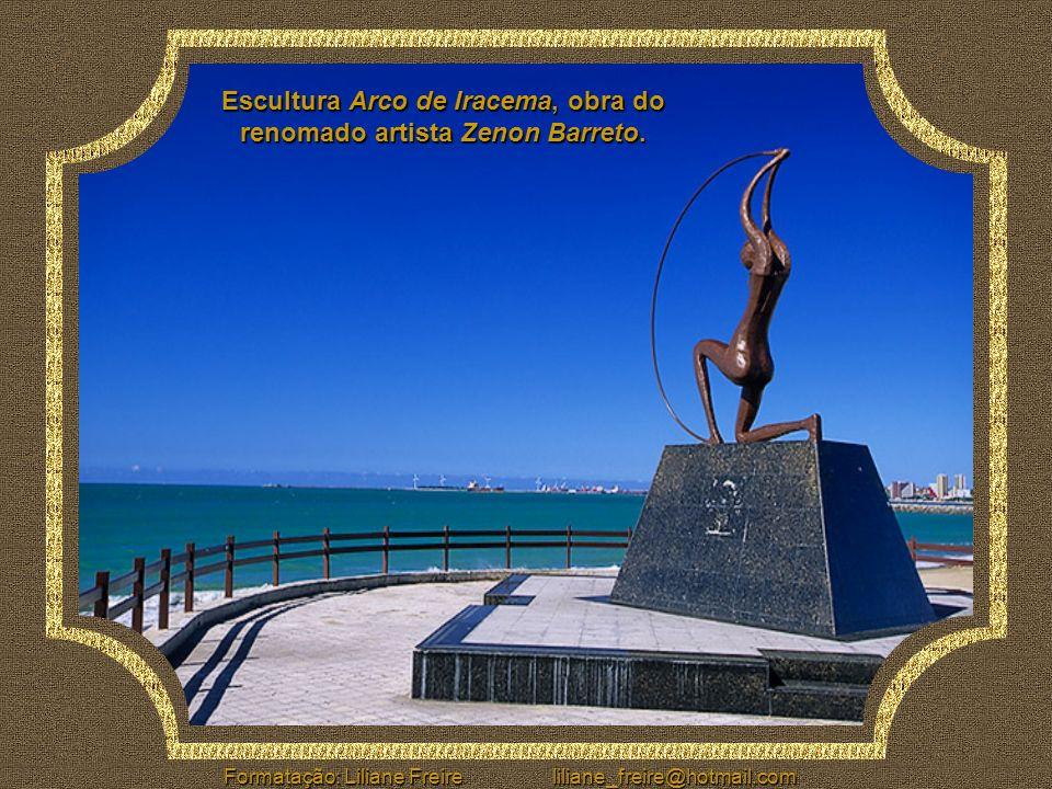 Escultura Arco de Iracema, obra do renomado artista Zenon Barreto.