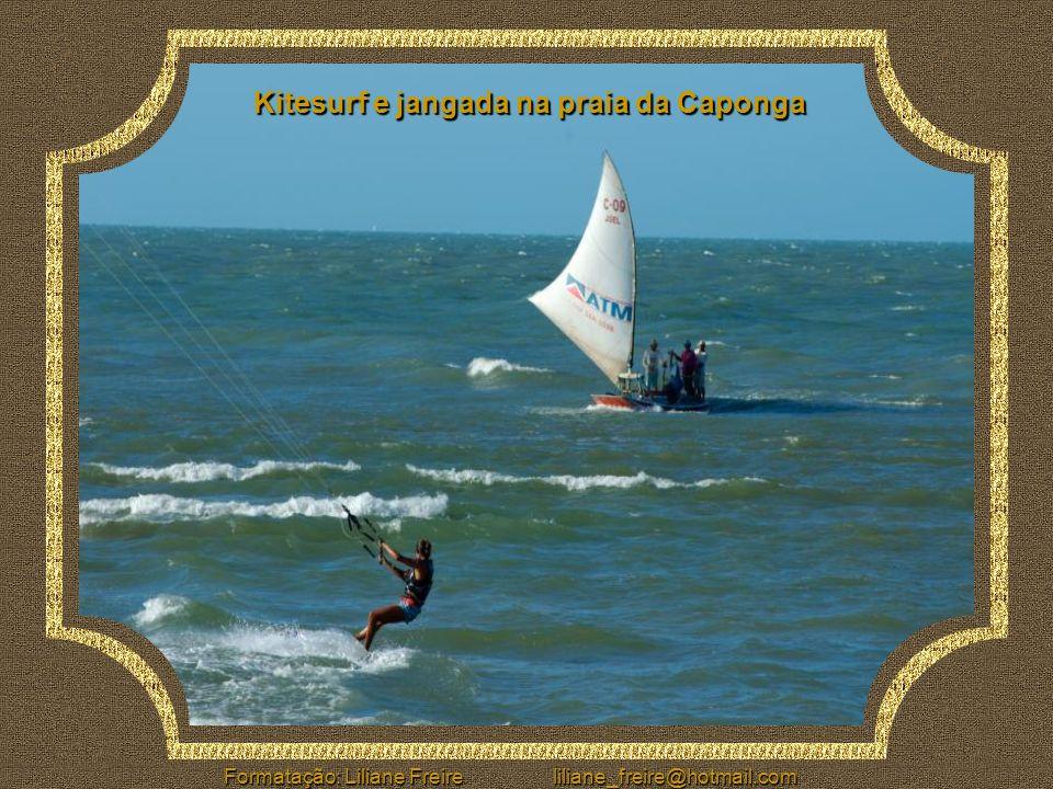 Kitesurf e jangada na praia da Caponga
