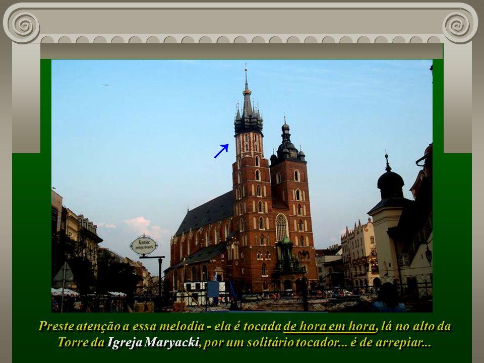 Torre da Igreja Maryacki, por um solitário tocador... é de arrepiar...