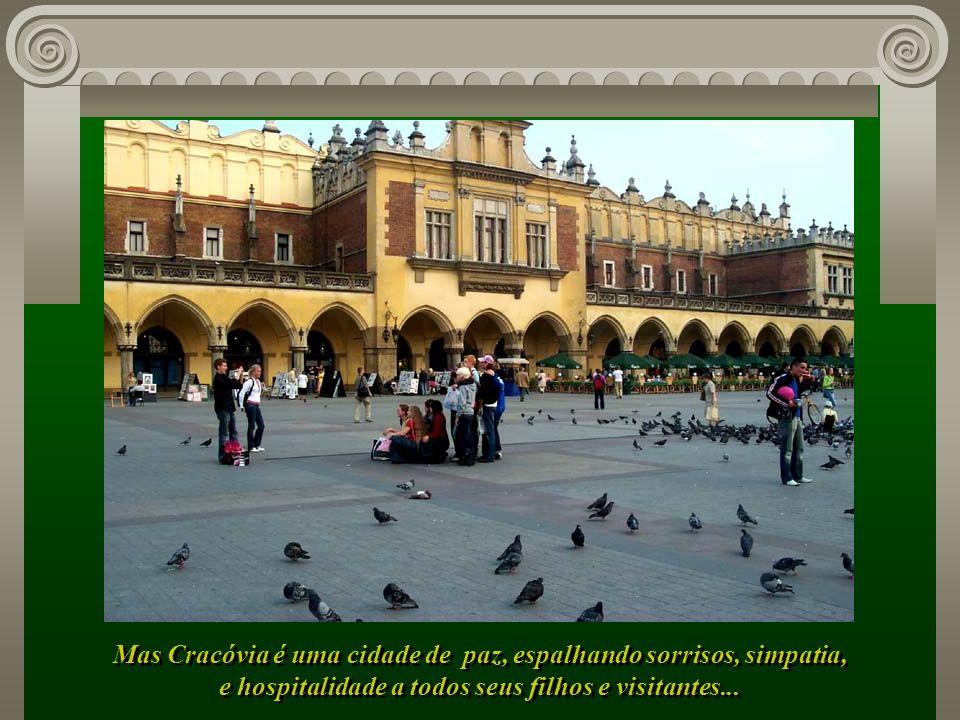 Mas Cracóvia é uma cidade de paz, espalhando sorrisos, simpatia,