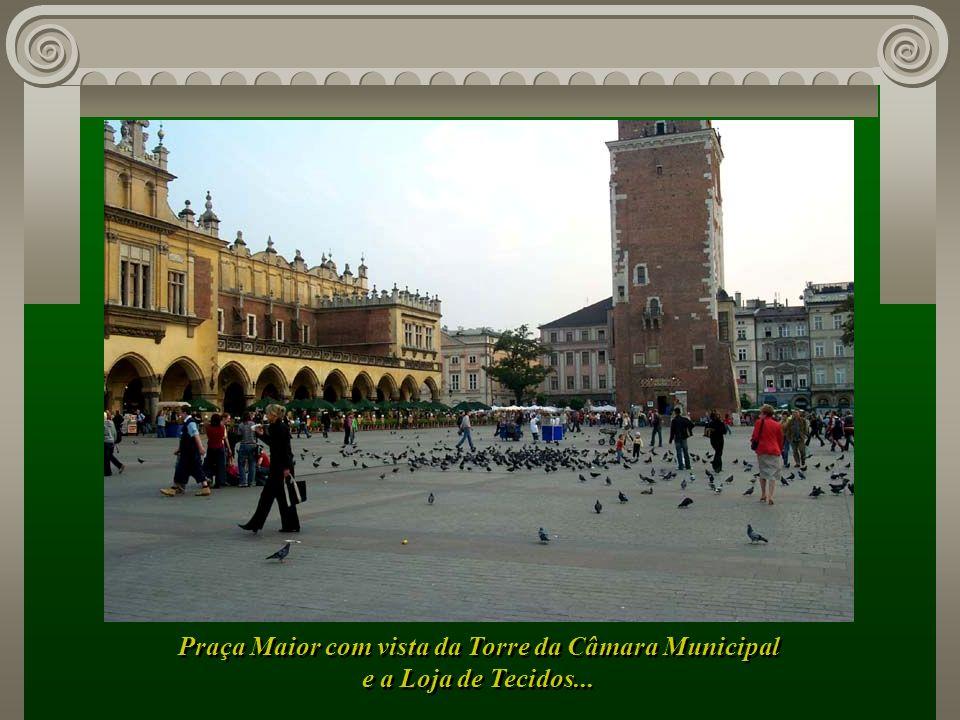 Praça Maior com vista da Torre da Câmara Municipal