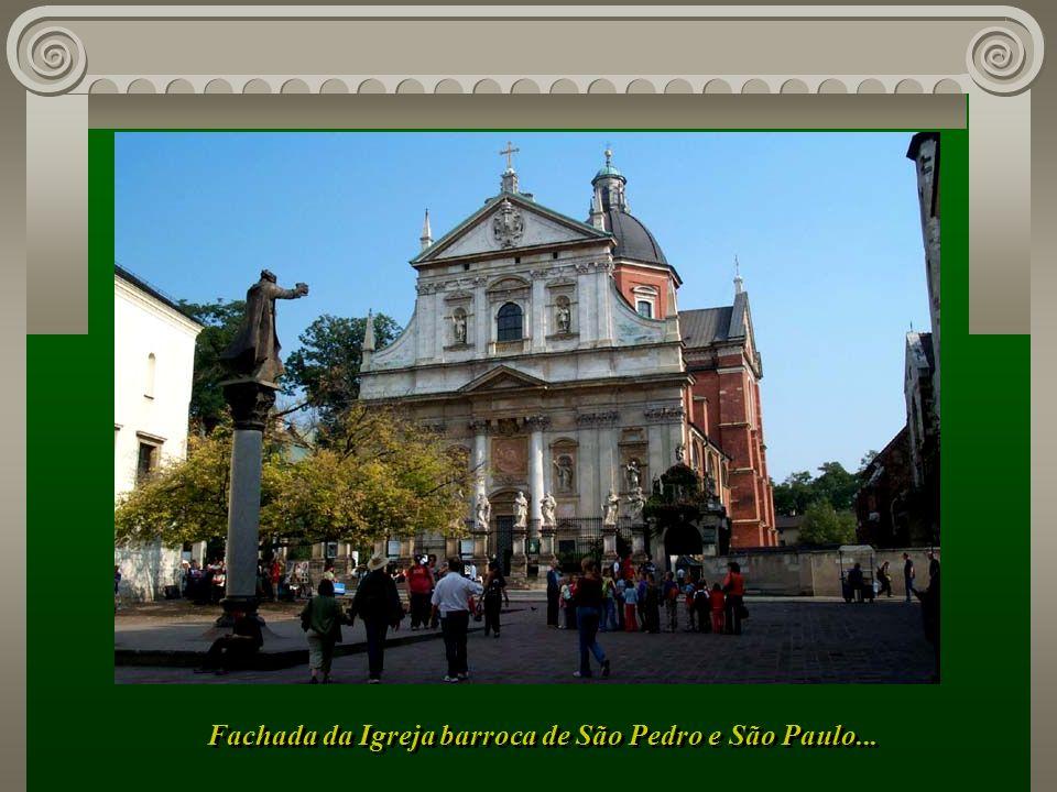 Fachada da Igreja barroca de São Pedro e São Paulo...