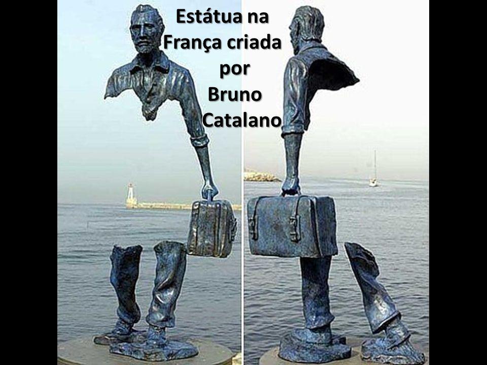 Estátua na França criada por Bruno Catalano