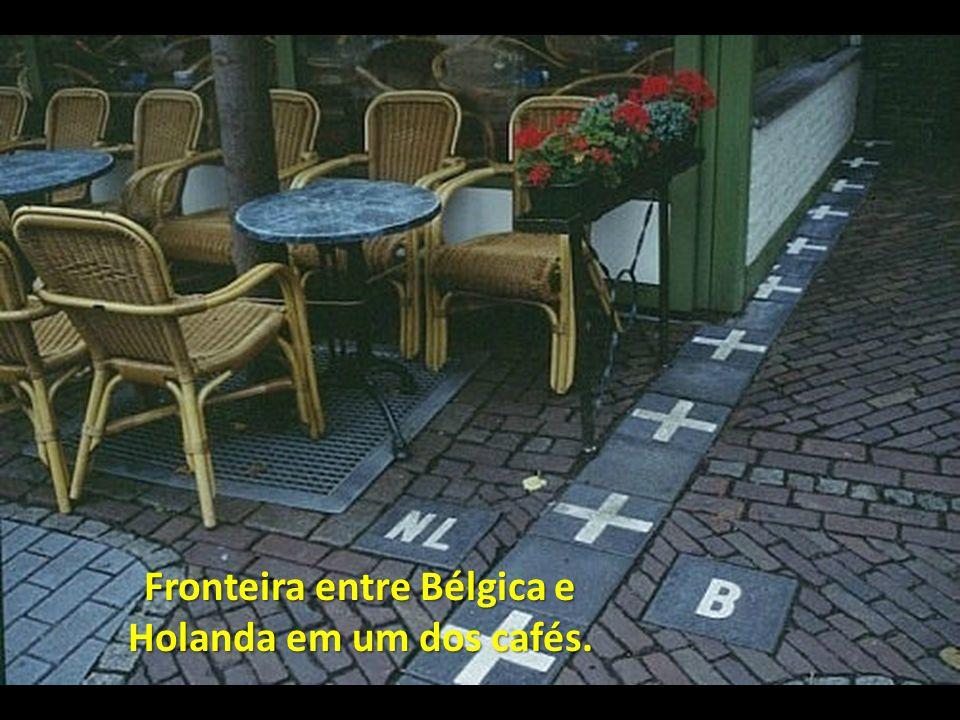 Fronteira entre Bélgica e Holanda em um dos cafés.
