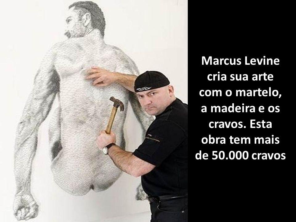Marcus Levine cria sua arte com o martelo, a madeira e os cravos
