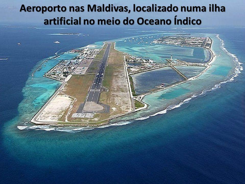 Aeroporto nas Maldivas, localizado numa ilha artificial no meio do Oceano Índico