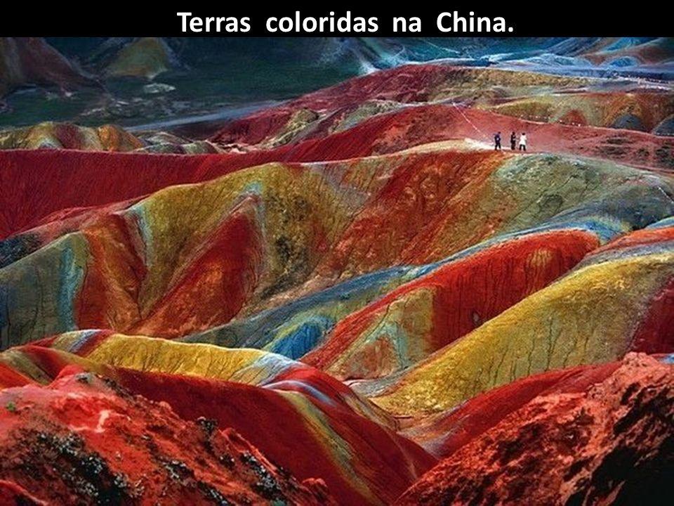Terras coloridas na China.