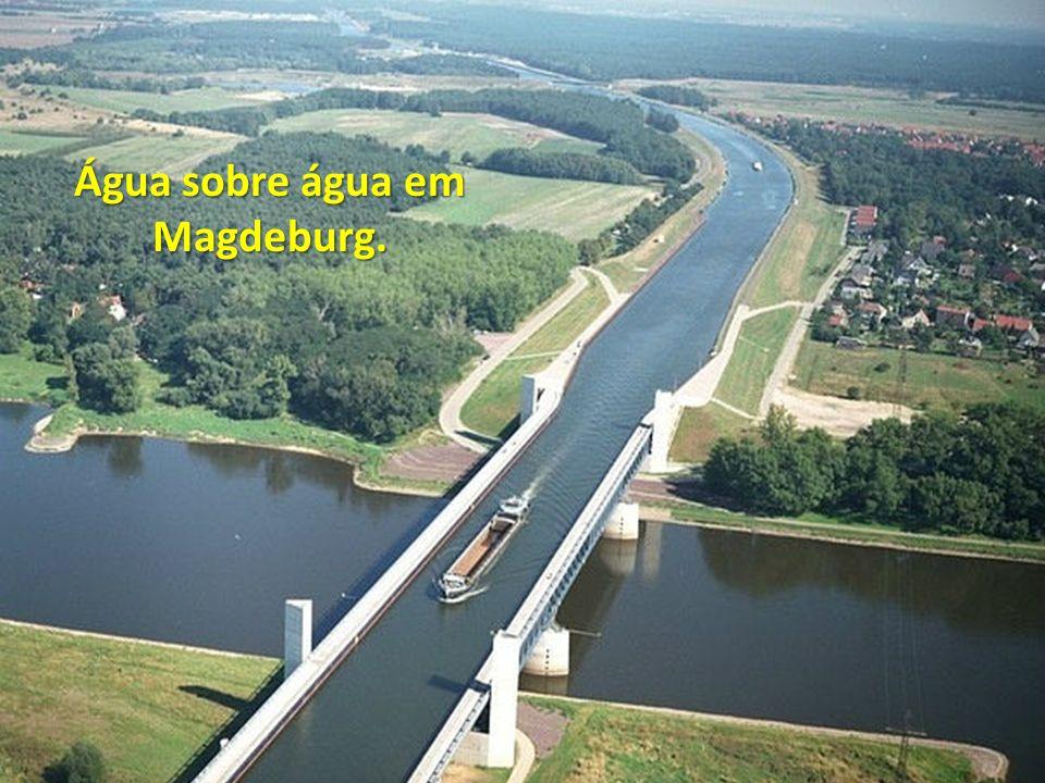 Água sobre água em Magdeburg.