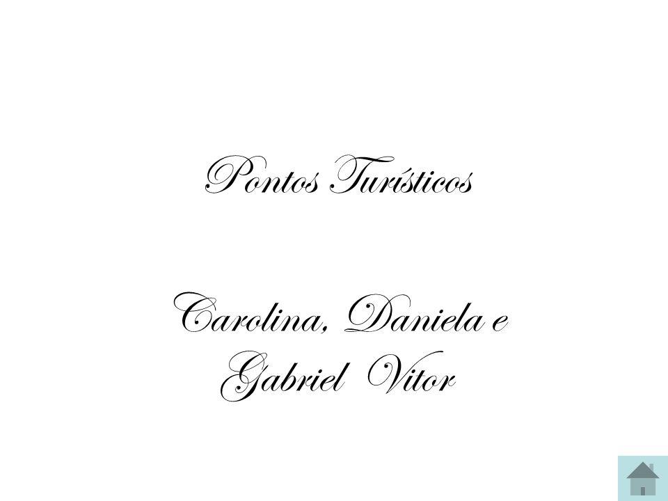 Carolina, Daniela e Gabriel Vitor