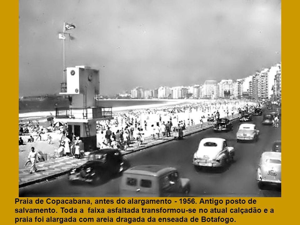 Praia de Copacabana, antes do alargamento - 1956