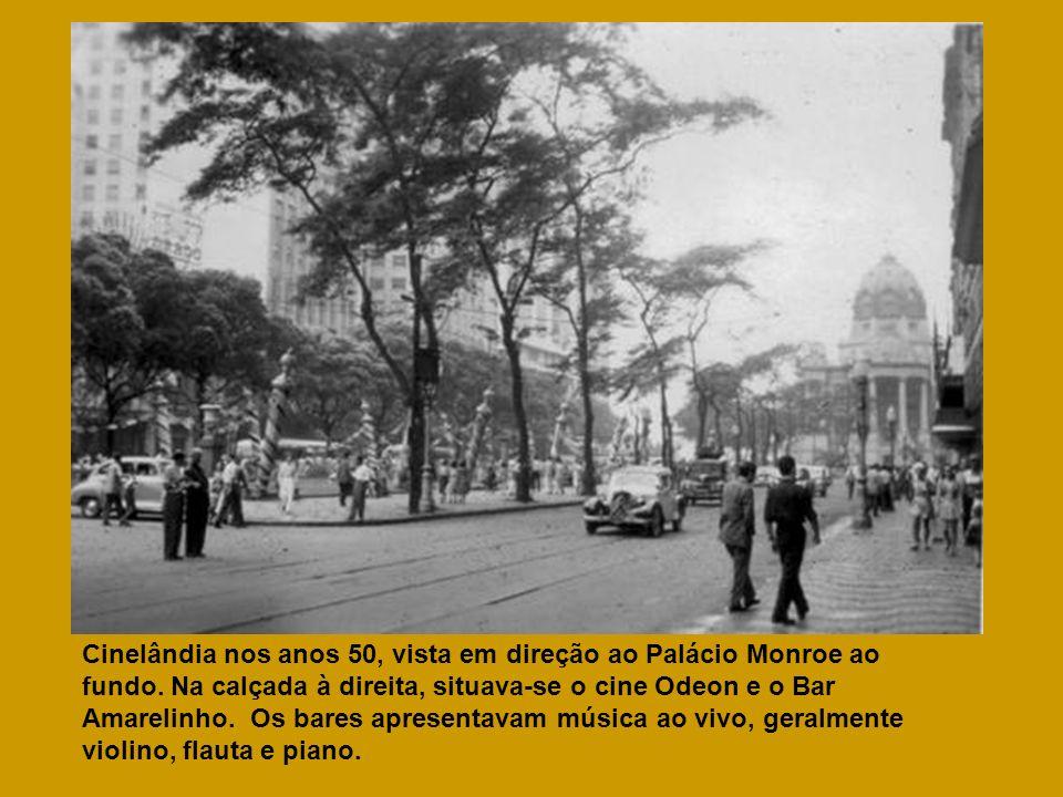 Cinelândia nos anos 50, vista em direção ao Palácio Monroe ao fundo