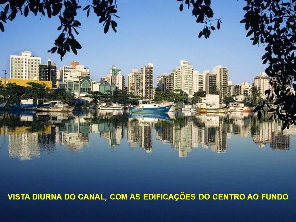 VISTA DIURNA DO CANAL, COM AS EDIFICAÇÕES DO CENTRO AO FUNDO