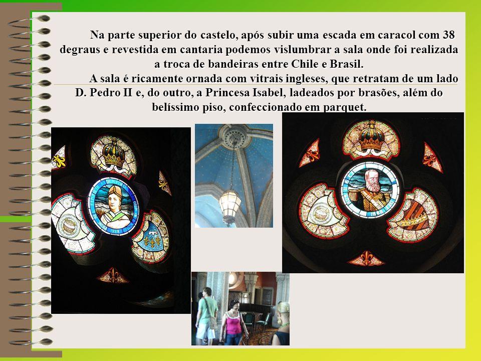 Na parte superior do castelo, após subir uma escada em caracol com 38 degraus e revestida em cantaria podemos vislumbrar a sala onde foi realizada a troca de bandeiras entre Chile e Brasil.