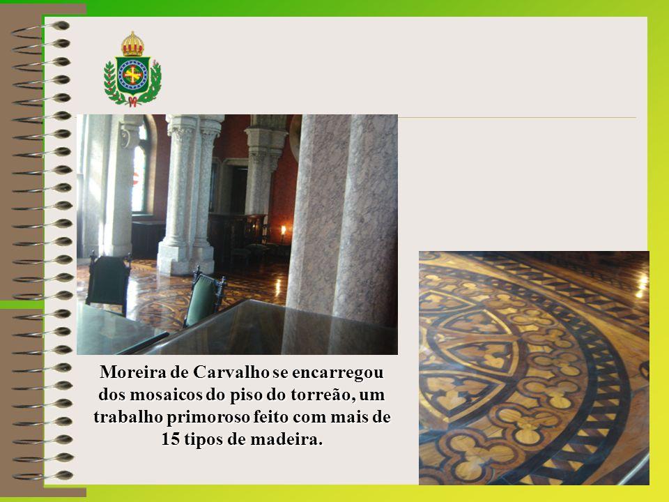 Moreira de Carvalho se encarregou dos mosaicos do piso do torreão, um trabalho primoroso feito com mais de 15 tipos de madeira.