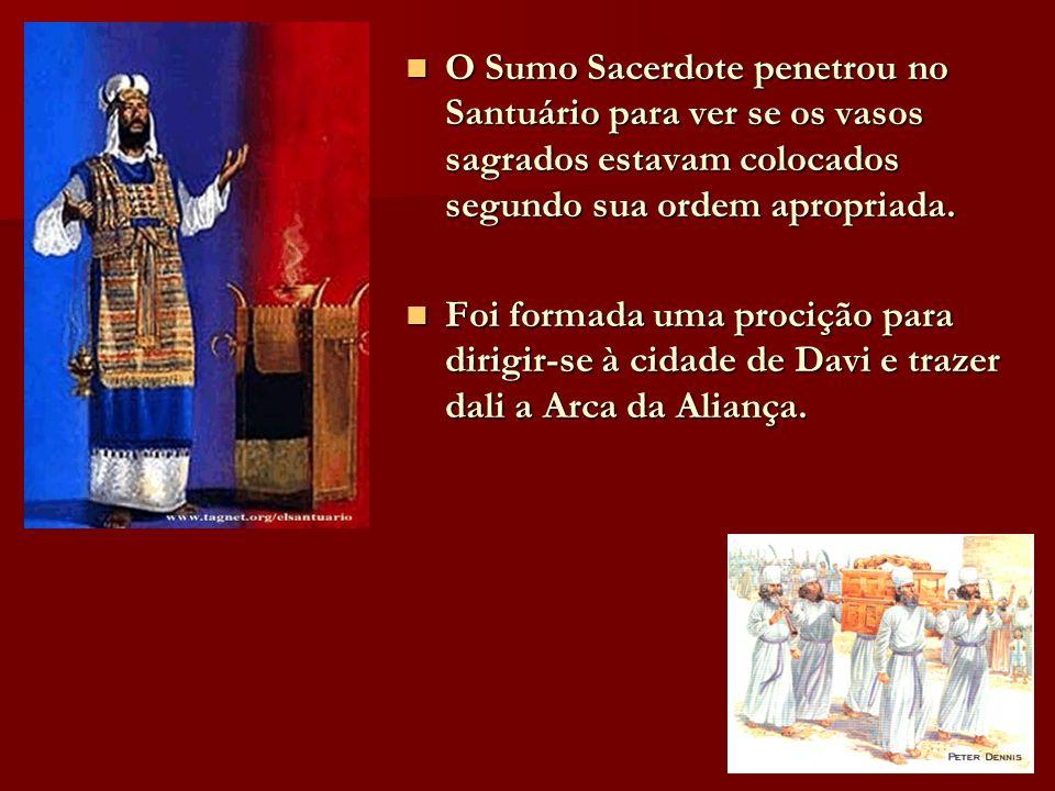 O Sumo Sacerdote penetrou no Santuário para ver se os vasos sagrados estavam colocados segundo sua ordem apropriada.