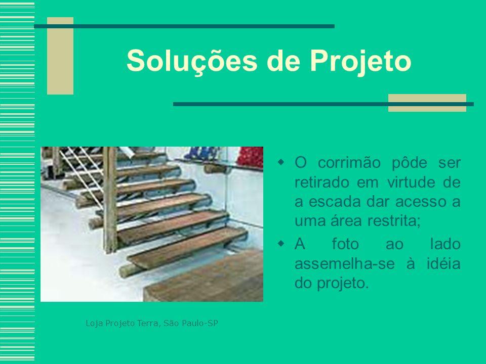 Soluções de Projeto O corrimão pôde ser retirado em virtude de a escada dar acesso a uma área restrita;