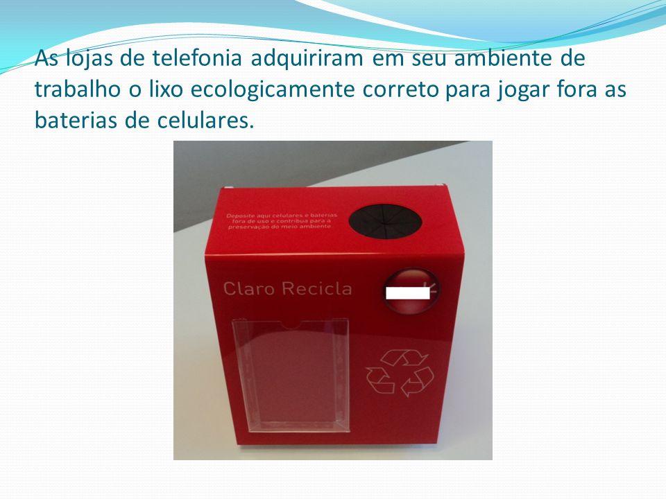 As lojas de telefonia adquiriram em seu ambiente de trabalho o lixo ecologicamente correto para jogar fora as baterias de celulares.