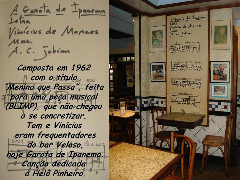 Composta em 1962 com o título. Menina que Passa , feita para uma peça musical (BLIMP), que não chegou a se concretizar.