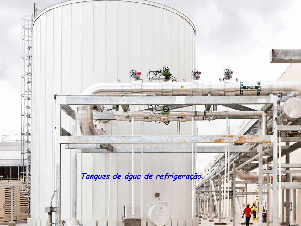 Tanques de água de refrigeração.