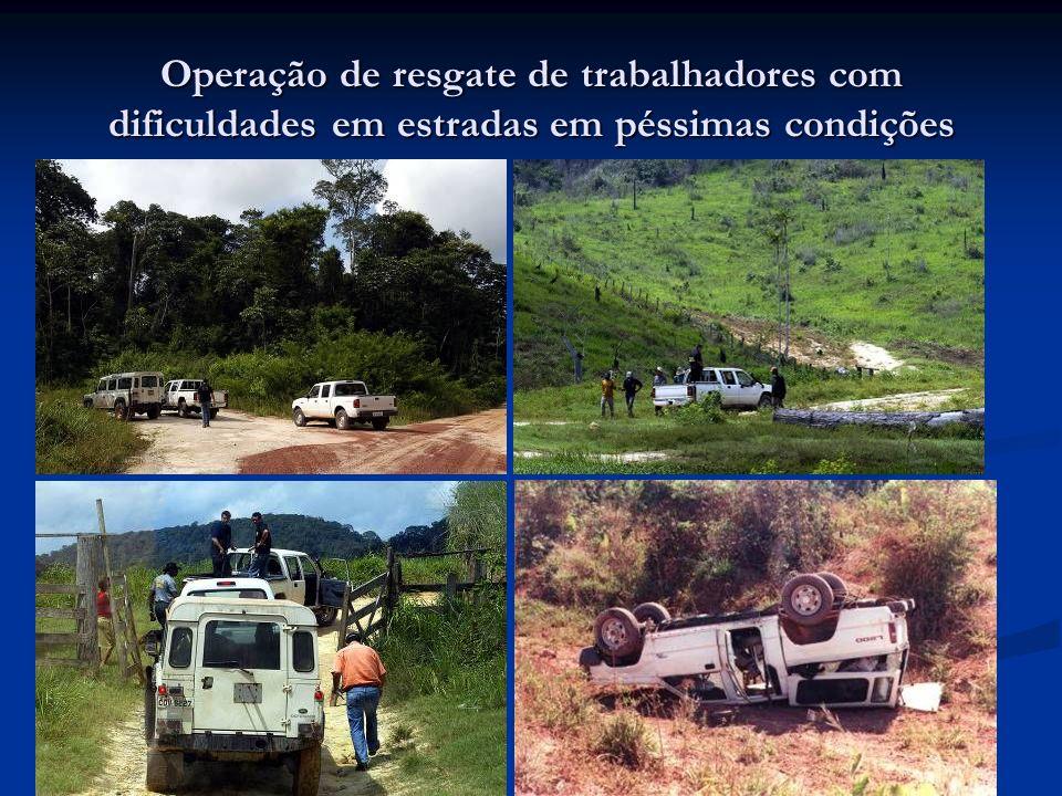 Operação de resgate de trabalhadores com dificuldades em estradas em péssimas condições