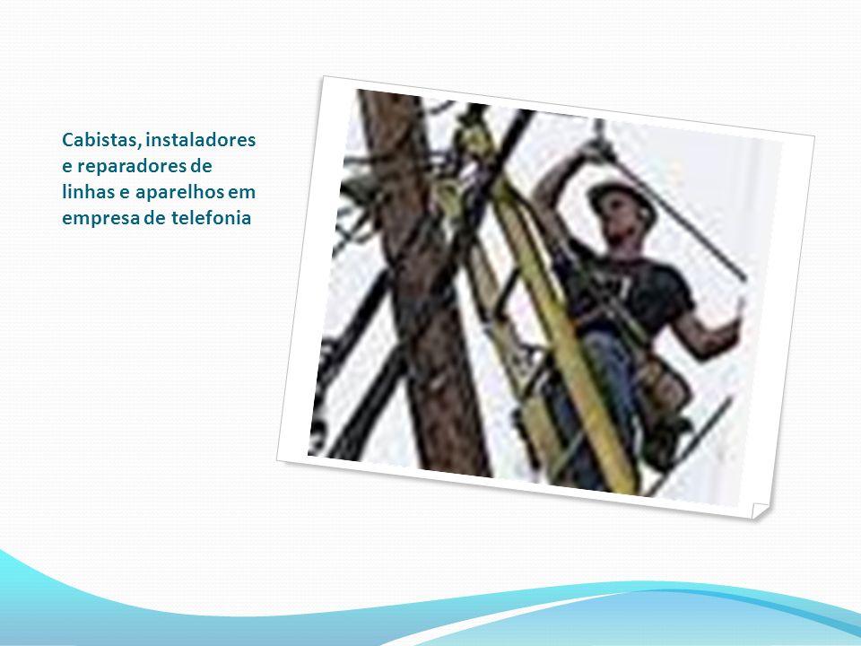Cabistas, instaladores e reparadores de linhas e aparelhos em empresa de telefonia