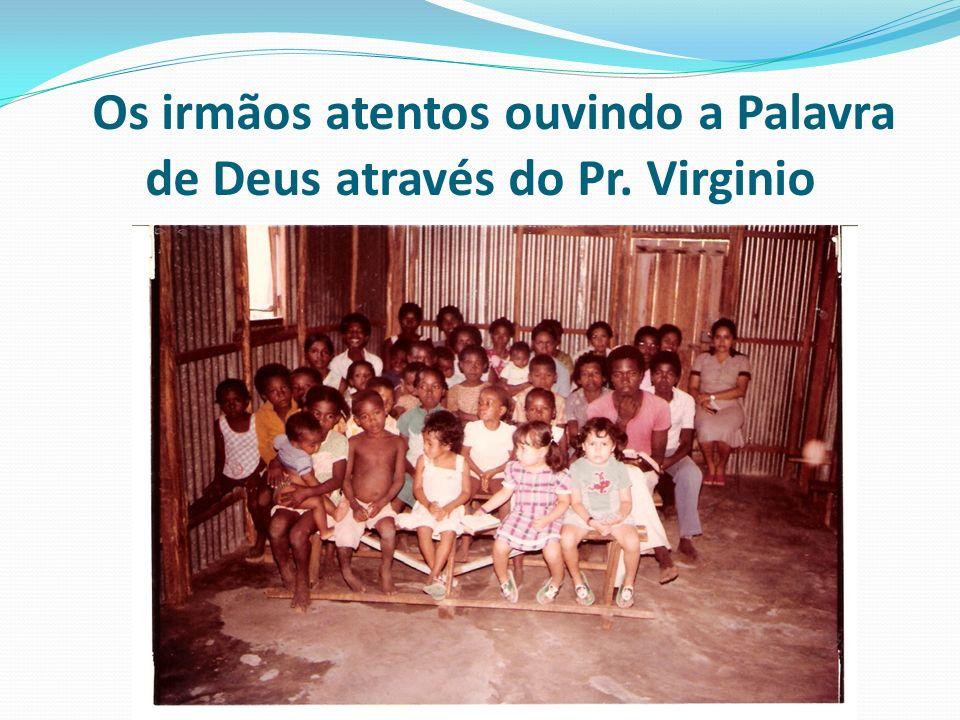 Os irmãos atentos ouvindo a Palavra de Deus através do Pr. Virginio