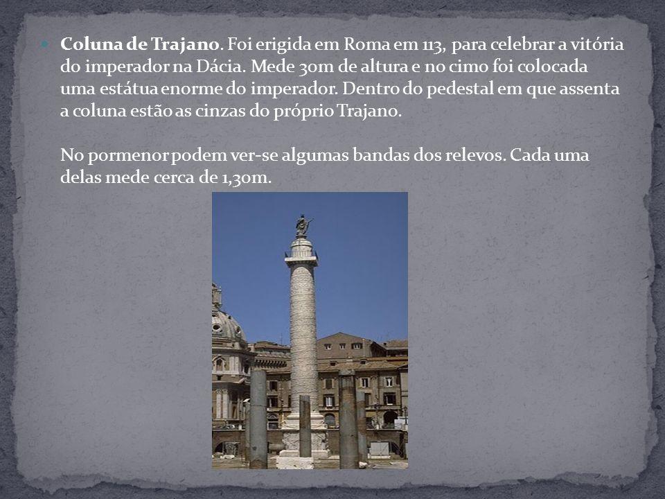 Coluna de Trajano. Foi erigida em Roma em 113, para celebrar a vitória do imperador na Dácia.