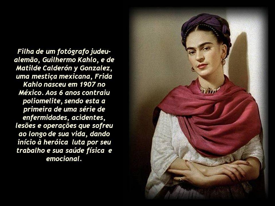 Filha de um fotógrafo judeu-alemão, Guilhermo Kahlo, e de Matilde Calderón y Gonzalez, uma mestiça mexicana, Frida Kahlo nasceu em 1907 no México.