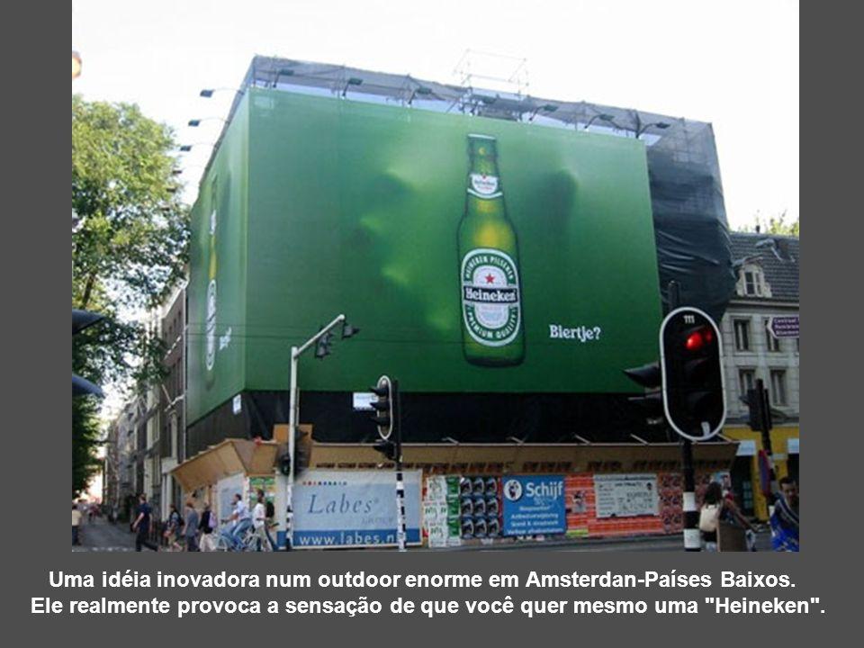 Uma idéia inovadora num outdoor enorme em Amsterdan-Países Baixos.
