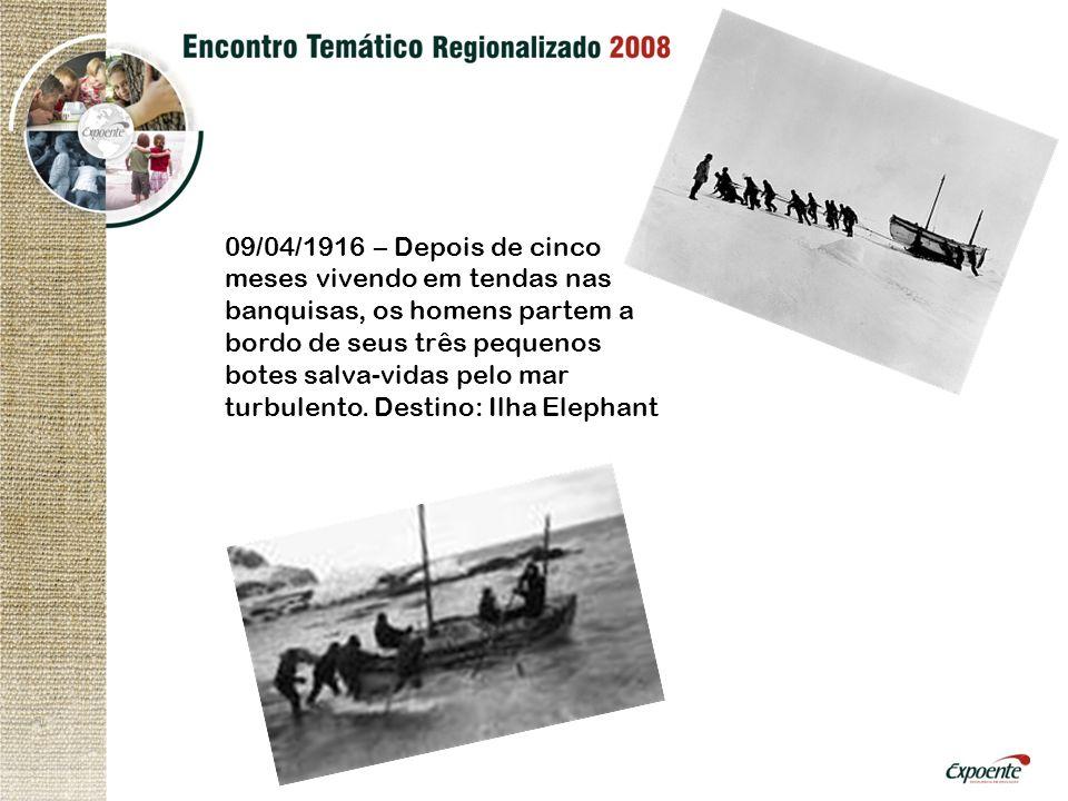 09/04/1916 – Depois de cinco meses vivendo em tendas nas banquisas, os homens partem a bordo de seus três pequenos botes salva-vidas pelo mar turbulento.