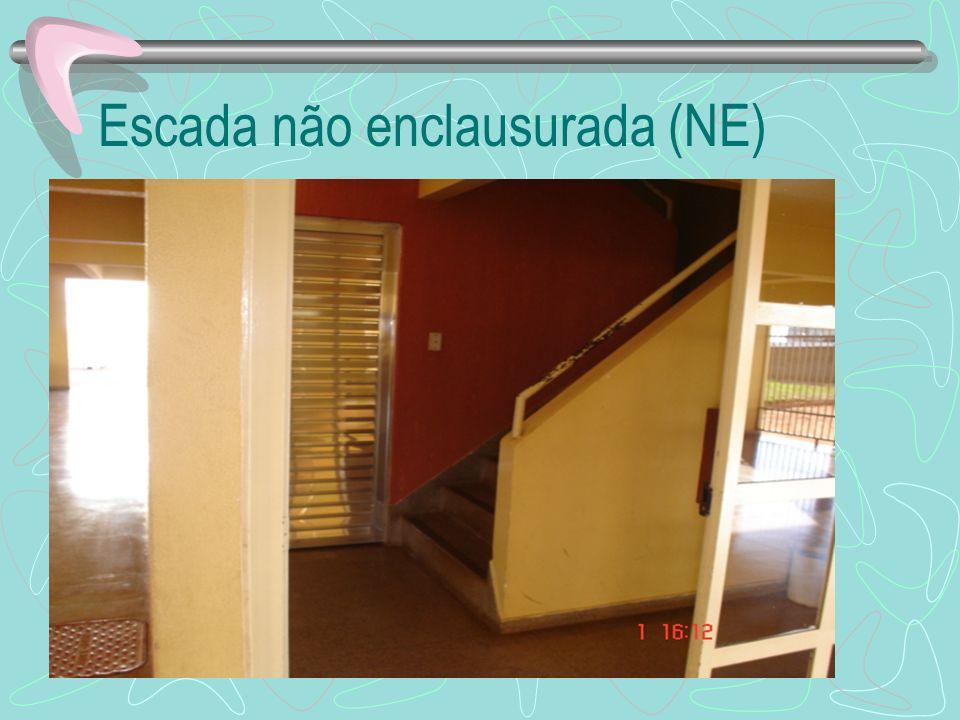 Escada não enclausurada (NE)