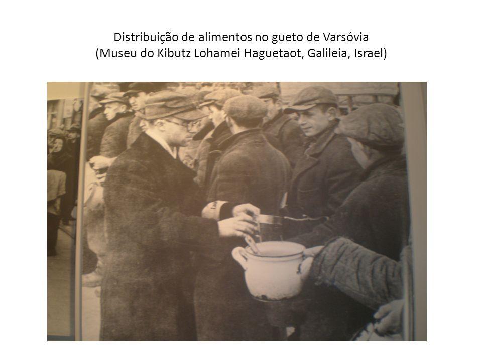 Distribuição de alimentos no gueto de Varsóvia (Museu do Kibutz Lohamei Haguetaot, Galileia, Israel)